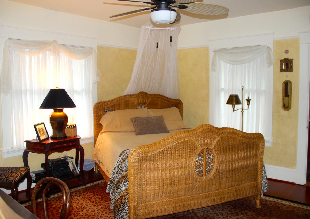 The Hemmingway Room- Briar Rose Inn